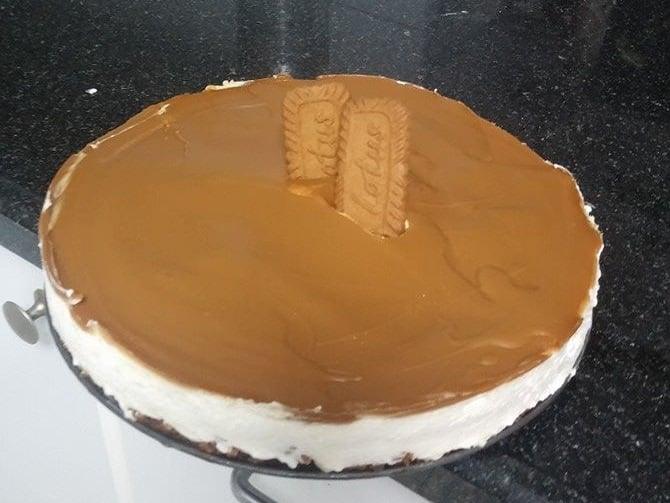 עוגת לוטוס קרה עם ביסקוויט לוטוס וממרח