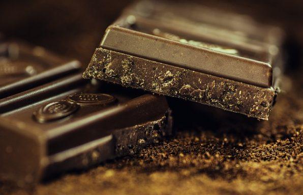 חדשות טובות: בשוקולד מריר יש כמה יתרונות בריאים