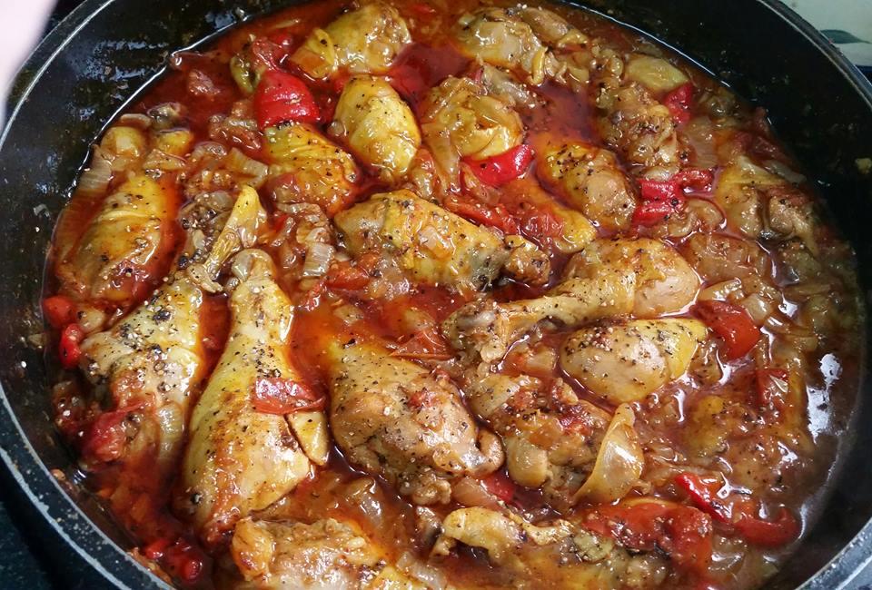עוף ברוטב עגבניות