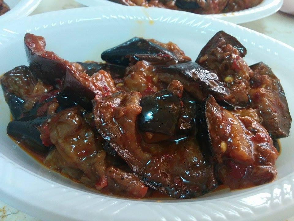 חצילים מבושלים ברוטב עגבניות