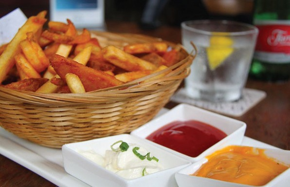 איך להכין צ'יפס מסעדות + 8 תיבולים מיוחדים