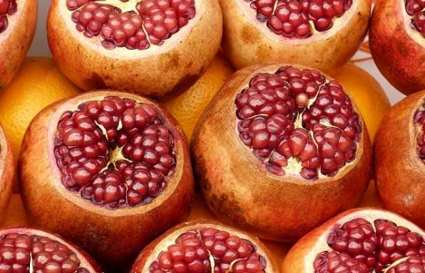 סגולות הרימון: ערכים תזונתיים + 3 סלטים