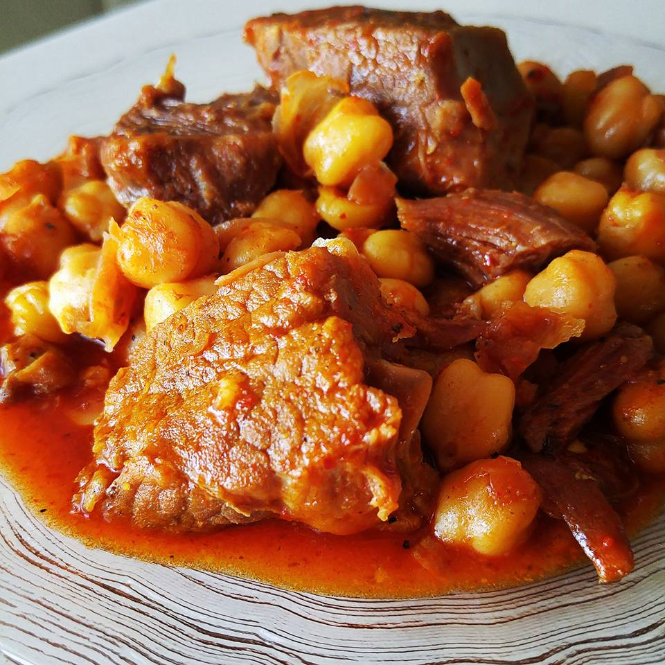 תבשיל בשר וחומוס