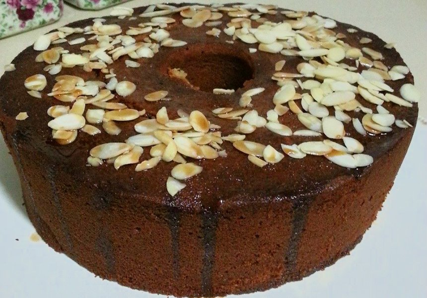 עוגת טחינה ותמרים עסיסית