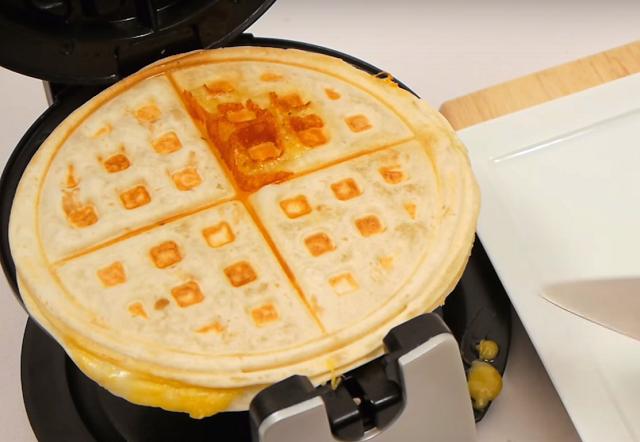 פיצה טורטיה במכשיר וופל בלגי