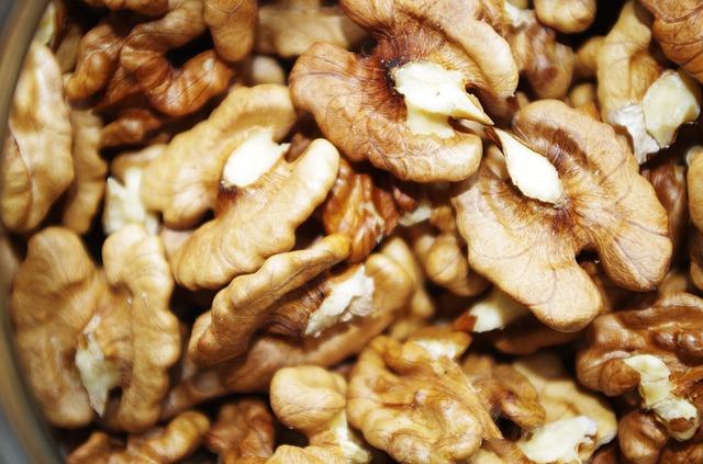 אגוזי מלך לעור בריא