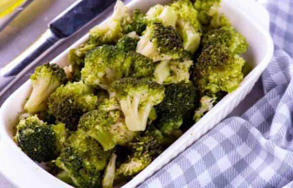 ברוקולי בתנור • מתכון טעים ומהיר + 3 הצעות תיבול
