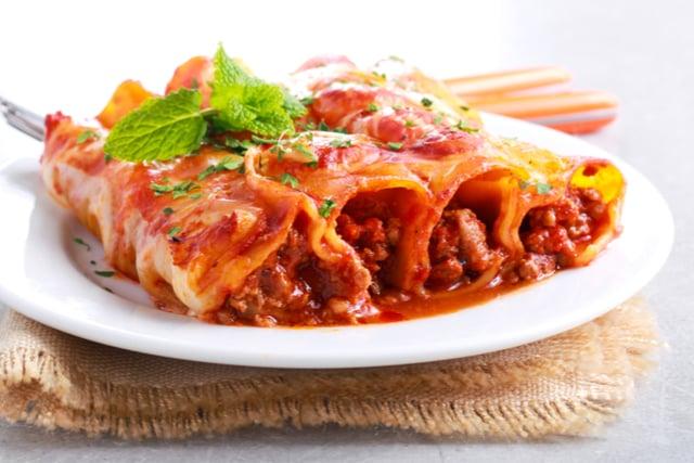 הקלאסי: קנלוני בשר ברוטב עגבניות עסיסי