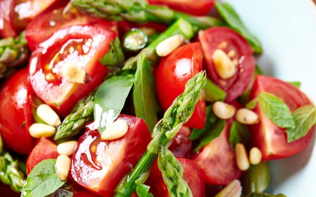 מתכון לסלט עגבניות שרי עם צנוברים