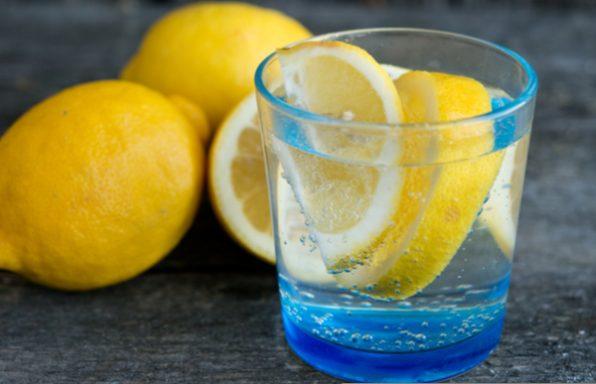 שותים ומרזים: כך שתיית מים תעזור לכם לרדת במשקל