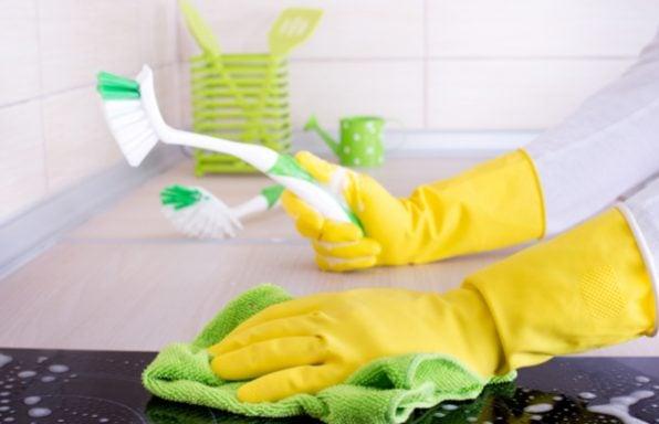 איך לנקות כיריים חשמליות ב-5 צעדים