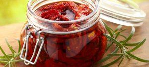 איך מכינים עגבניות מיובשות + מתכון לממרח מנצח