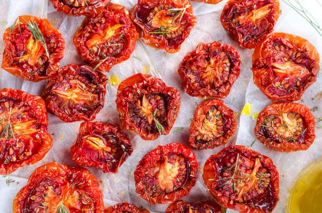 עגבניות מיובשות בתנור