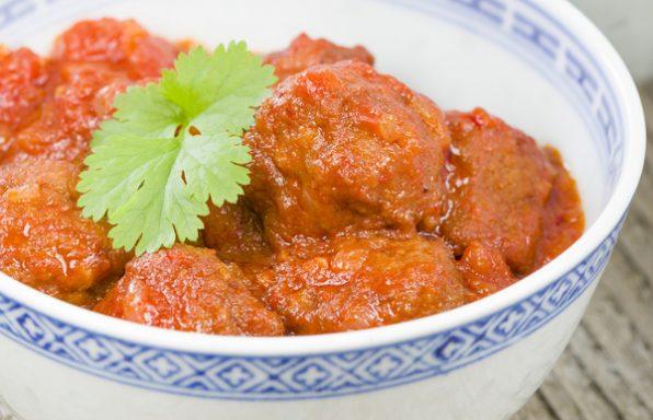 קציצות ברוטב עגבניות: בשר, עוף וגם דגים