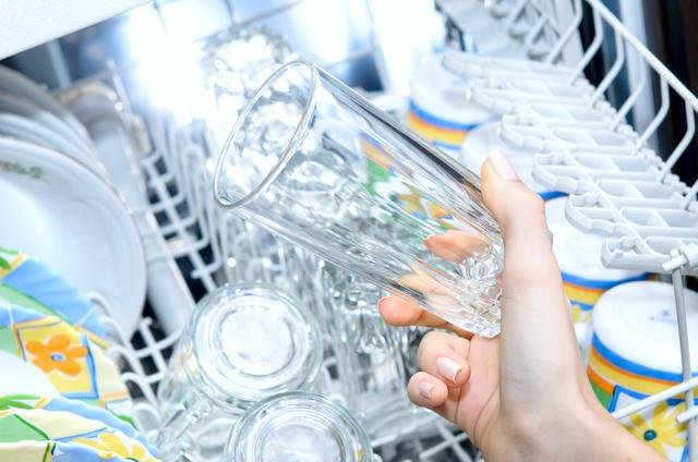 העמסת יתר של כלים במדיח כלים