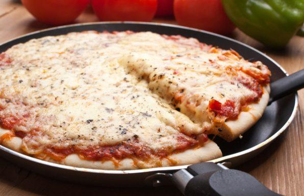 פיצה במחבת • מתכון מפתיע בלי להדליק תנור