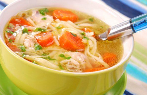 מרק עוף ואטריות: מתכון פשוט ומעולה