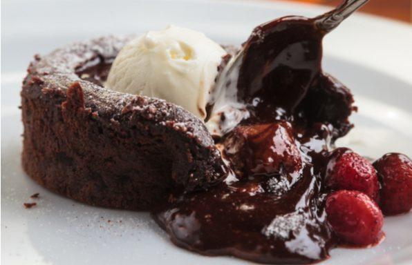 מתכון: עוגת שוקולד חמה כמו של בית קפה