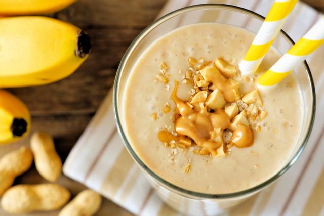 שייק בננה וחמאת בוטנים | תמונה: shutterstock