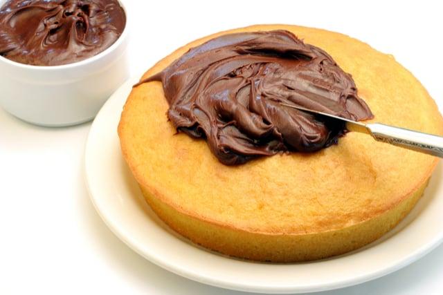 ציפוי עוגה בשוקולד | תמונה: shutterstock
