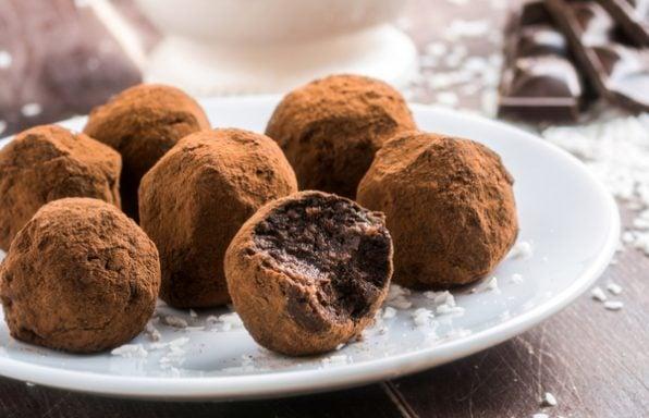 מתכון: טראפלס שוקולד זריזים מ-3 מצרכים
