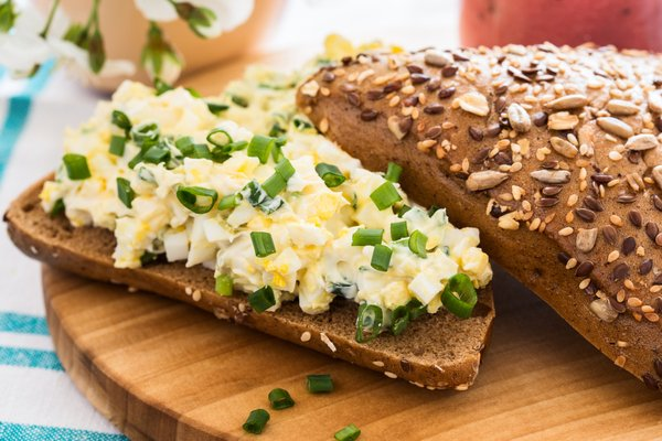 כריך משודרג עם סלט ביצים ביתי | תמונה: shutterstock