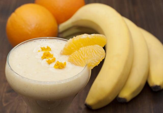 שייק בננה-תפוז | תמונה: shutterstock