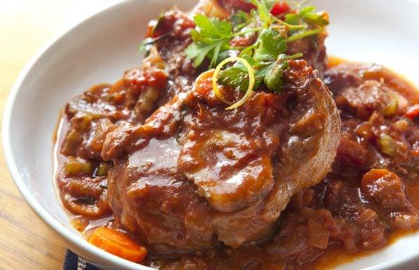 אוסובוקו בקר בתנור: מתכון לתבשיל המושלם לאירוח