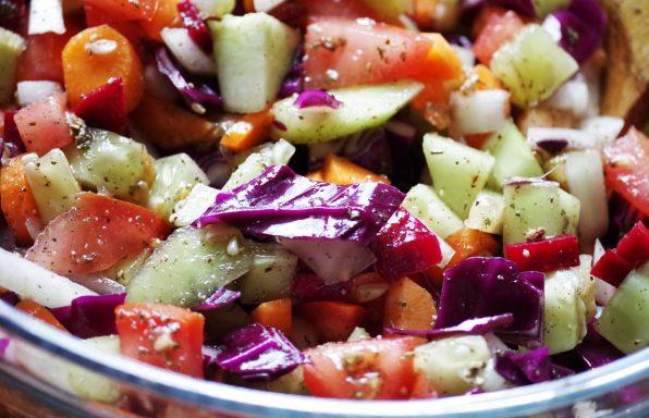 סלט ירקות ישראלי קלאסי הכי טעים שיש!