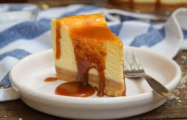 עוגת גבינה קרמל מלוח חגיגית ומרשימה