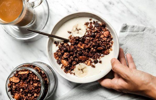 מתכון: גרנולה ביתית בטעם שוקולד (בקלות)