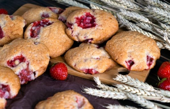עוגיות תותים מיוחדות עם קמח כוסמין