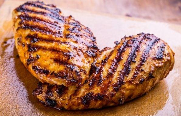 מתכון: חזה עוף צרוב במחבת פסים עם מינימום שמן