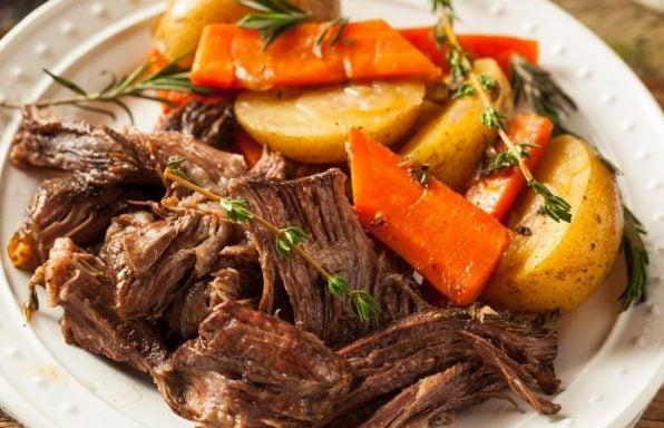 בשר בקר בבישול ארוך עם תפוחי אדמה וגזר