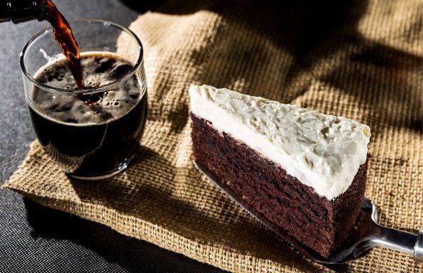 למביני עניין: עוגת בירה ושוקולד מריר משובחת